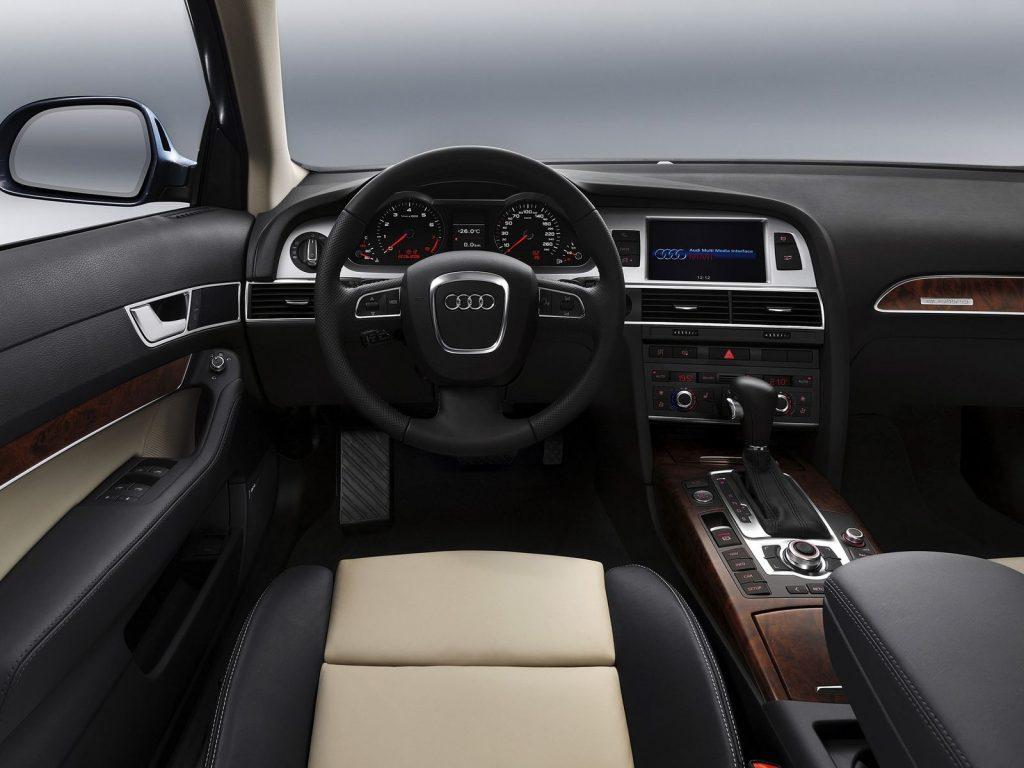 Audi A6 C6 salonas