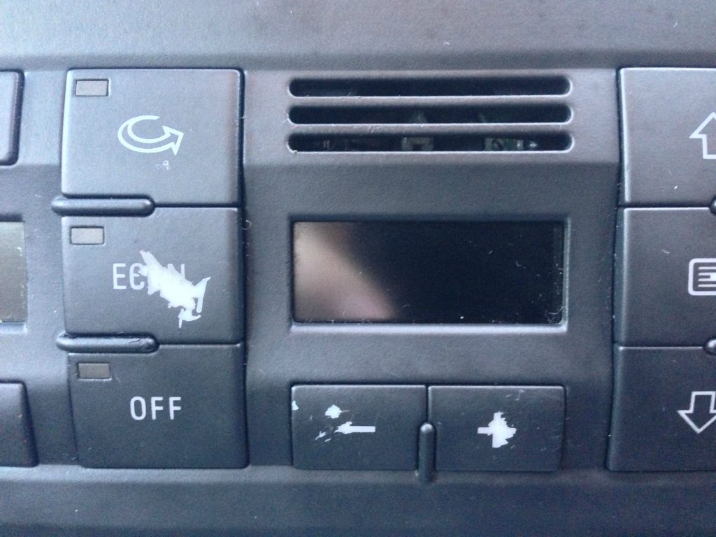 Audi C6 nusitrynę mygtukai