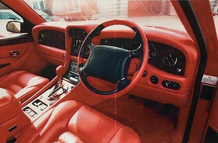 Bentley Dominator salonas