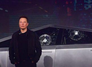 Elonas Muskas prie Tesla Cybertruck