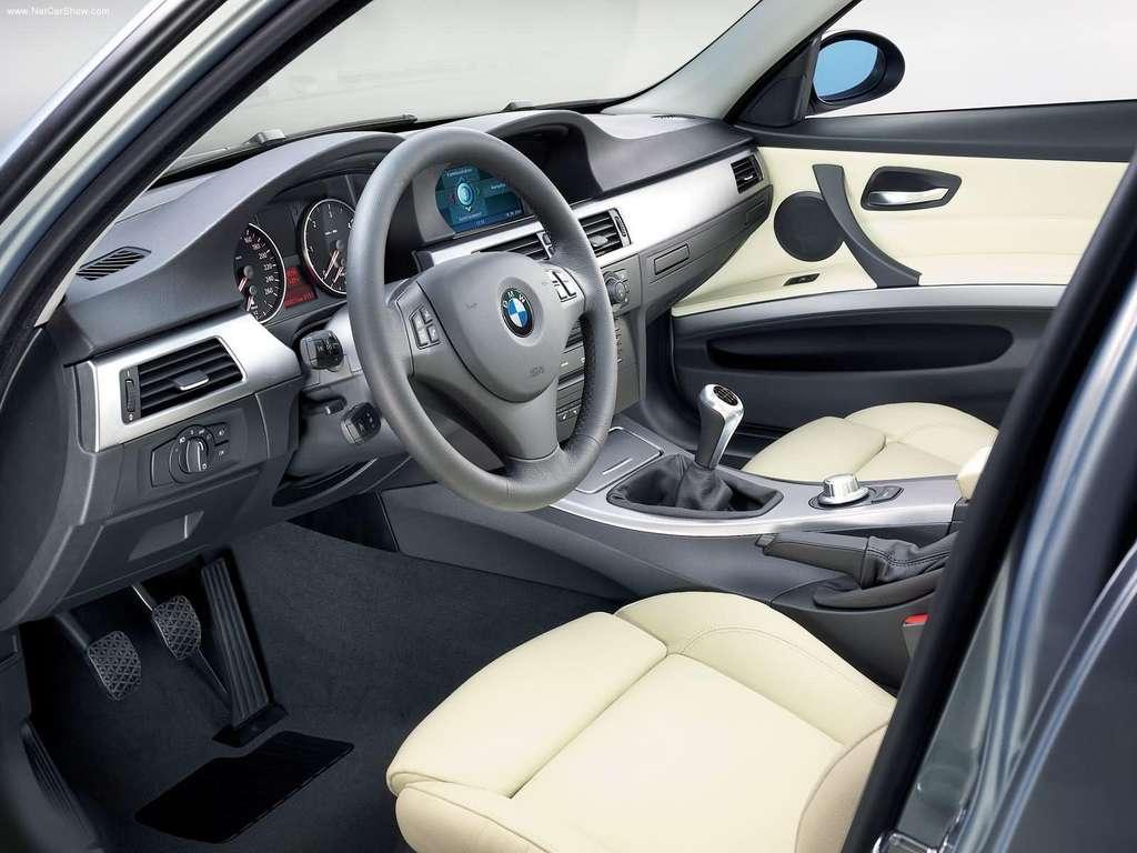 Trečios serijos BMW salonas