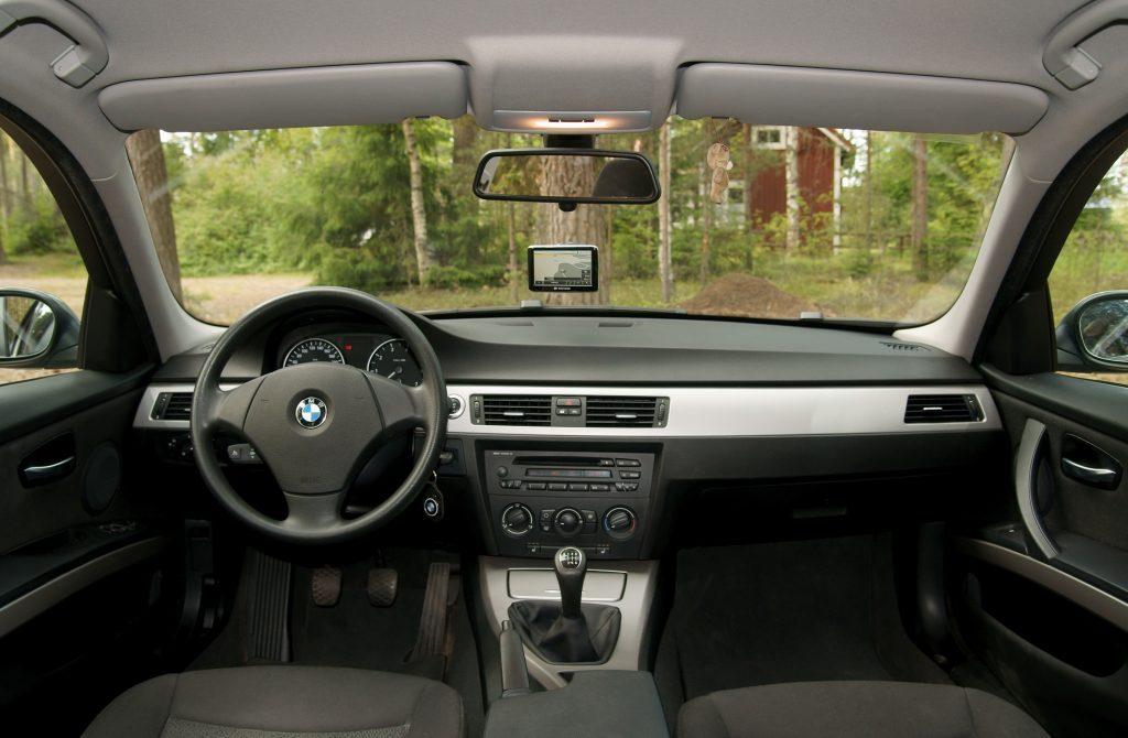 Bazinis BMW E90 salonas