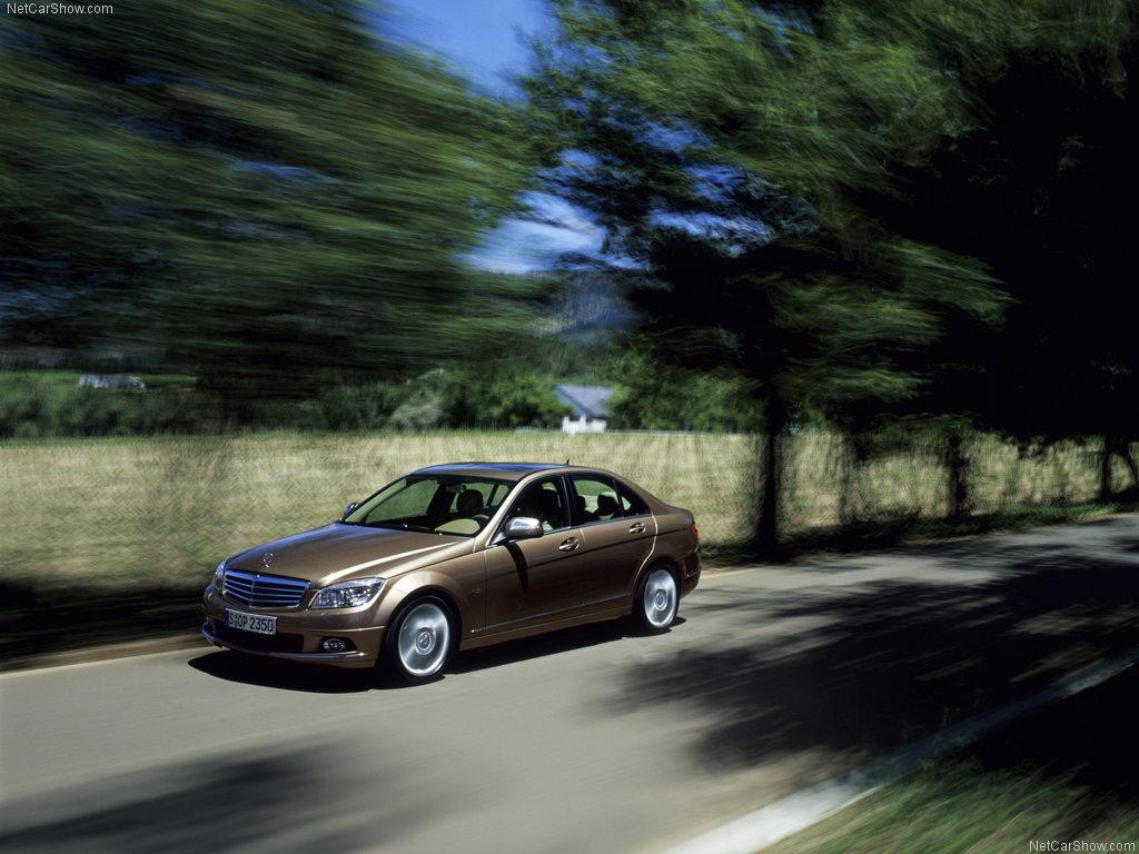 rudos spalvos Mercedes benz c klasė iš šono