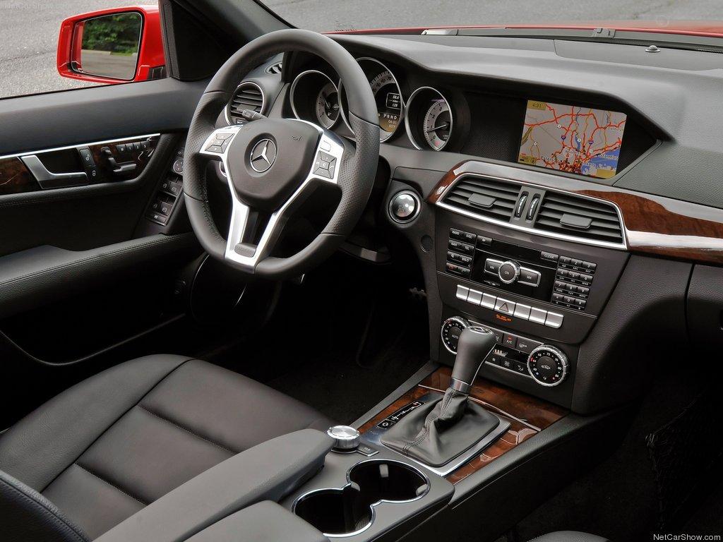 C klasės mercedes-Benz 2012 metų salonas