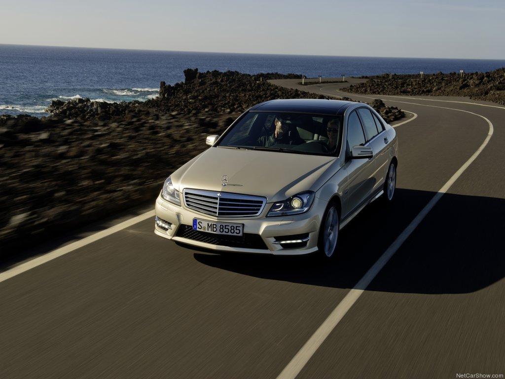 sidabrinio W204 facelift priekis
