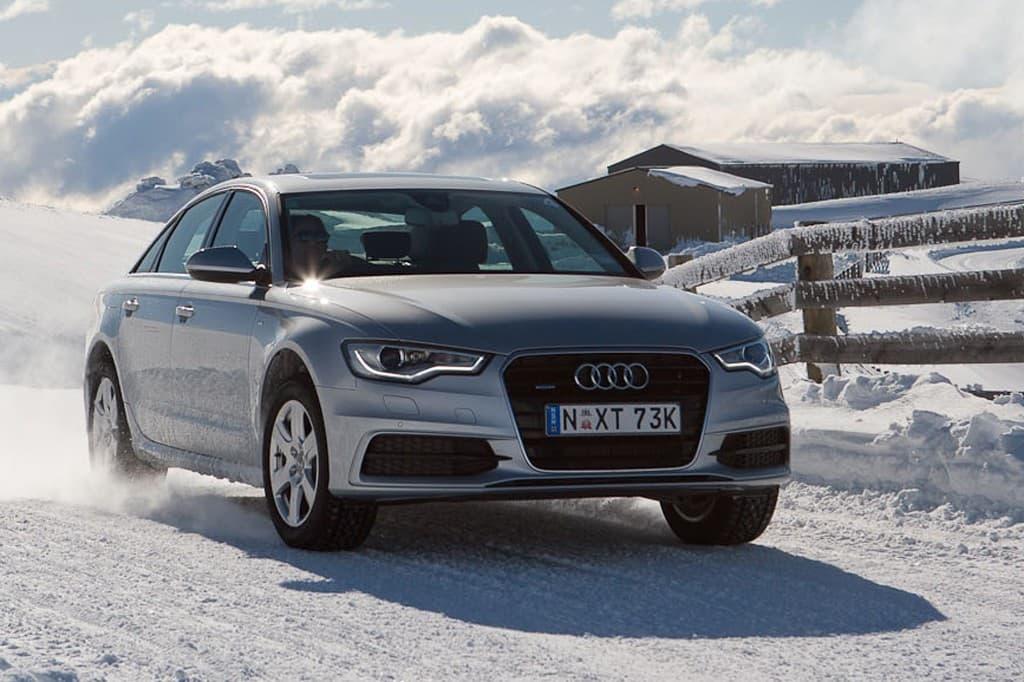 Pilka Audi A6 ant sniego