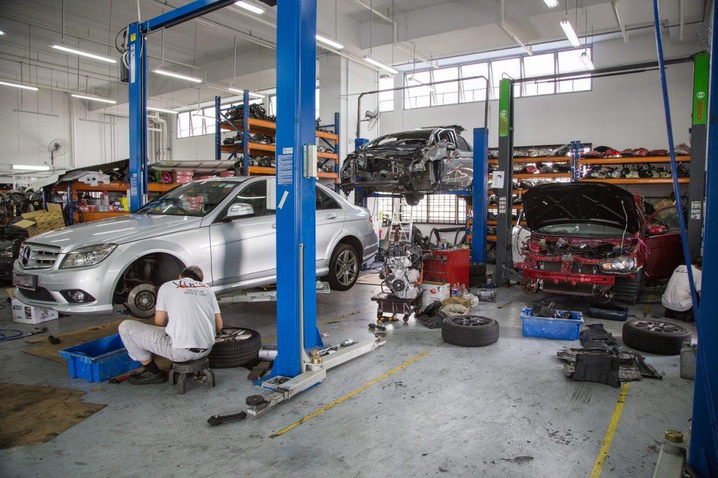 Mechanikas autoservise