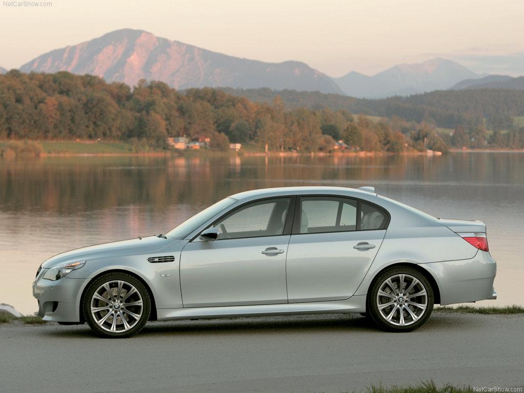 Pilko BMW E60 525 šonas