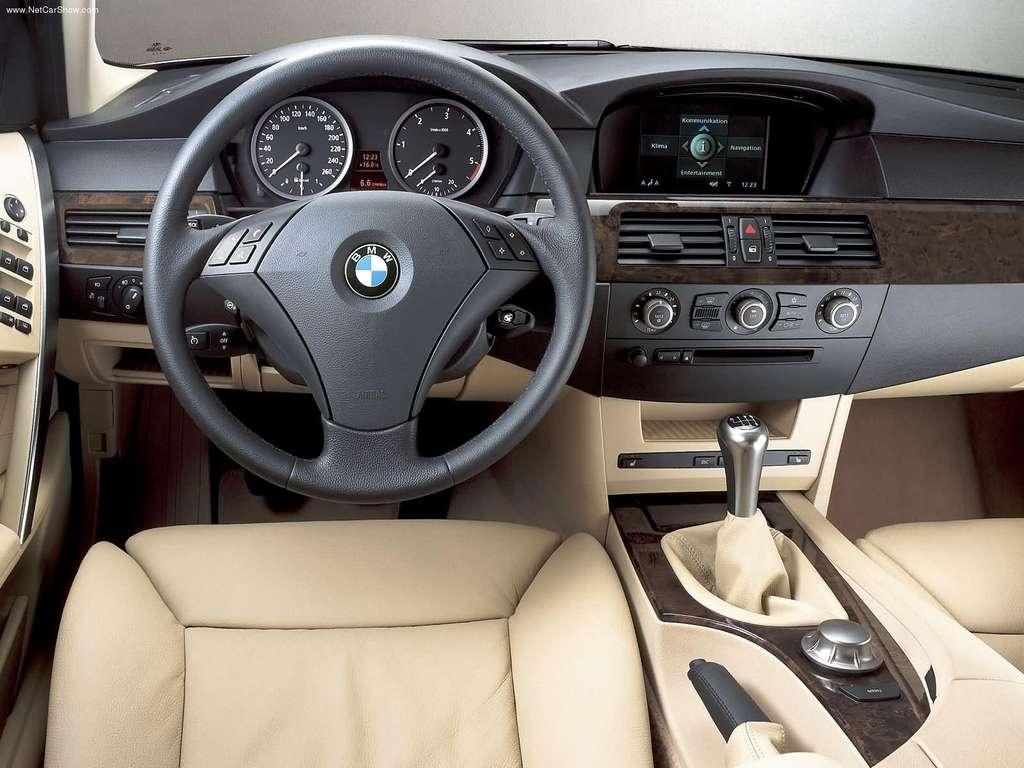 Kreminis BMW E60 salonas, panelė